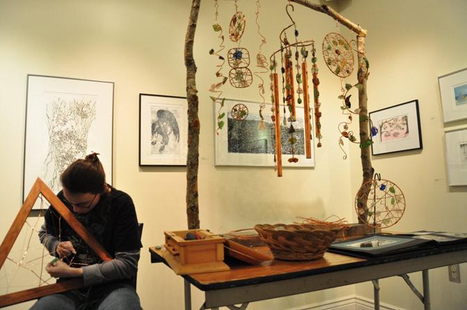 Angel fait l'art en fils enrouléau, au marché hivernal du 25 mars 2012